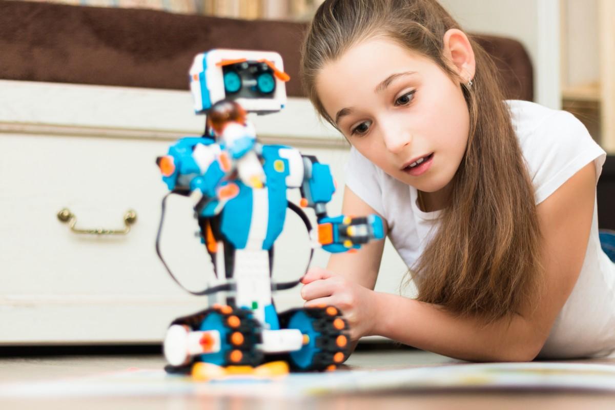 儿童与智能机器人玩具