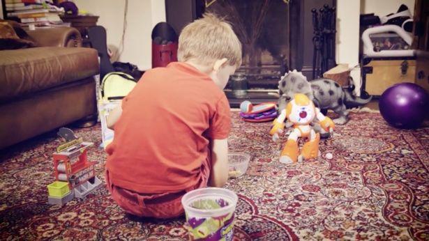 """儿童智能机器人设计要有""""心"""""""