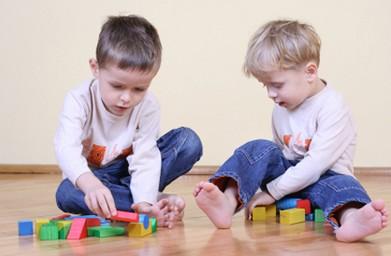 儿童与玩具