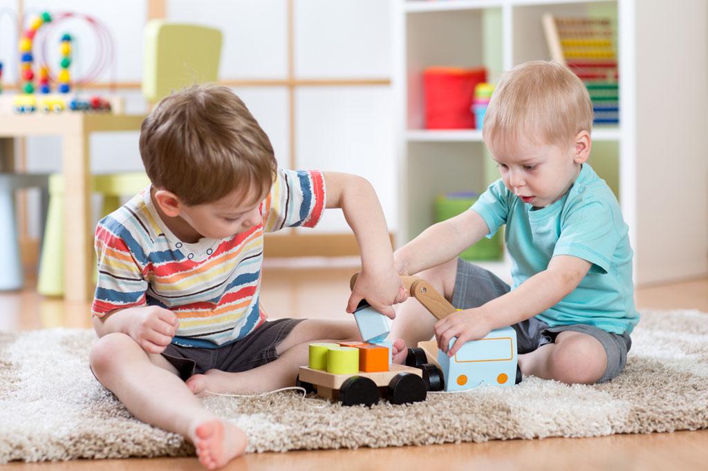 儿童玩益智玩具